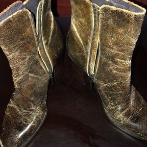 Size 9 Donald Pliner ankle boot in tobacco.